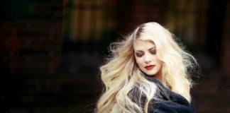 Blonde dame
