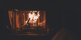 Pejs med brænde i