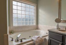 badeværelse med naturligt lys