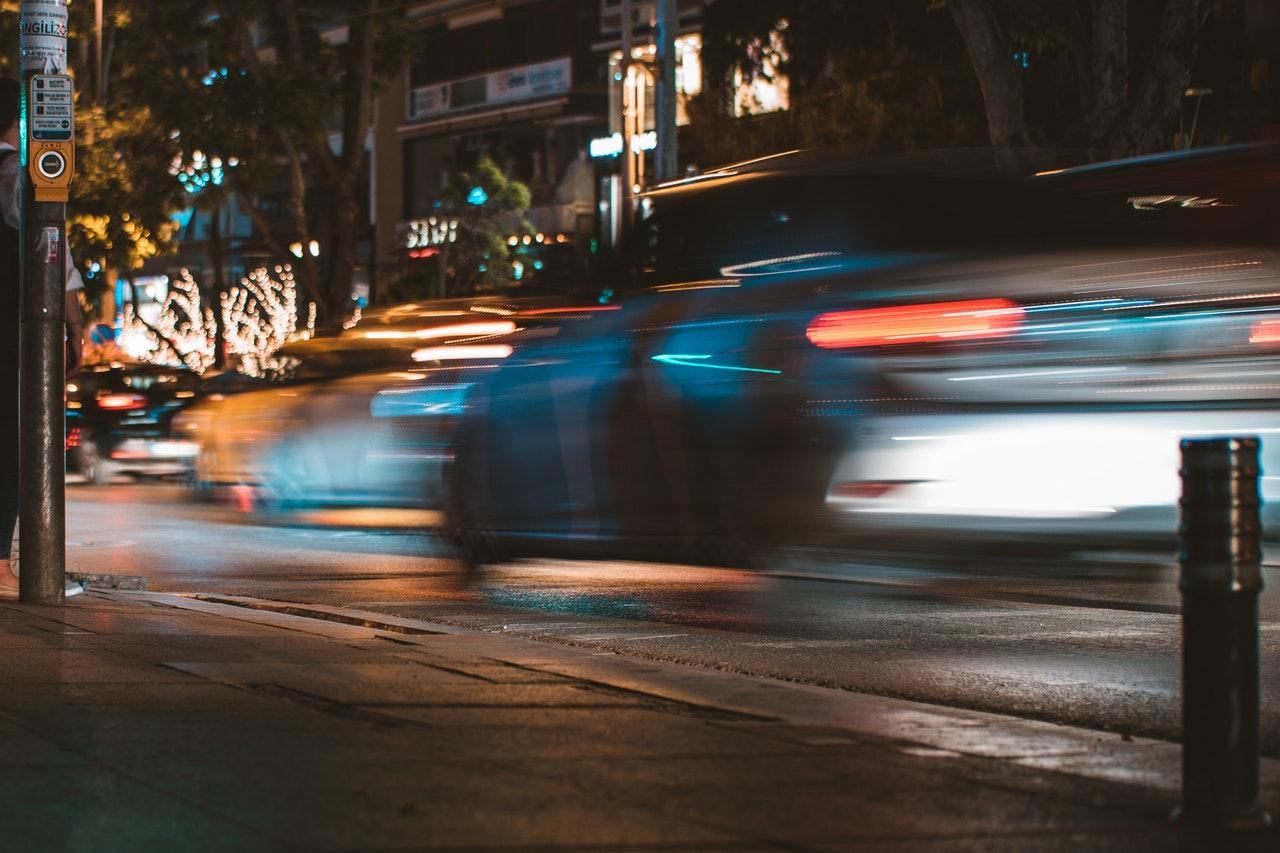 Bil i fart